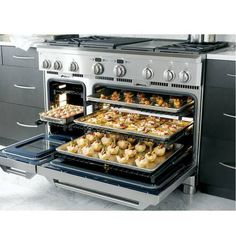 ge monogram range  large oven with bread